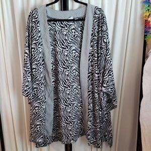 Cato size 22/24W zebra print black/white duster